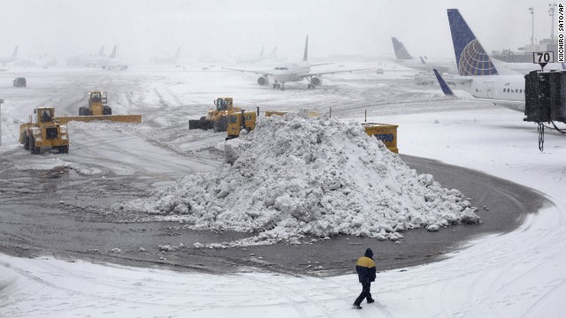 Snow storm sacks Super Bowl travelers