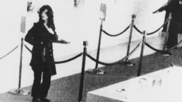 SINGLE USE IMAGE DO NOT REUSE On April 15, 1974, the SLA robbed a Hibernia Bank branch in San Francisco, California. Security cameras captured this image of Hearst in the robbery.