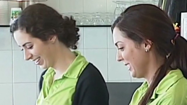 Customer leaves waitresses 5,000 tip Newday good stuff _00011809.jpg