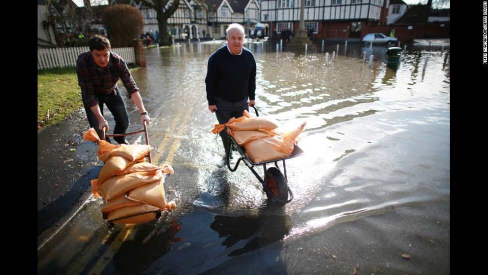 Datchet residents carry sandbags on February 10.