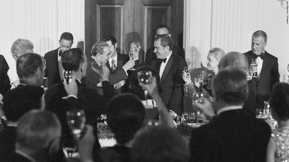 President Richard Nixon and Soviet leader Leonid Brezhnev toast during a state dinner, June 18, 1973. Vice President Spiro Agnew is shown at far right. Others are unidentified.