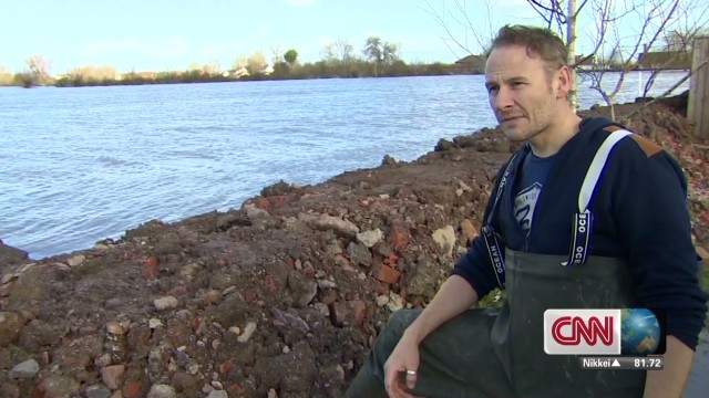 Homeowner's levee holds back floodwaters