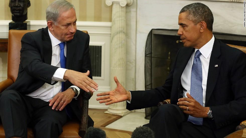 U.S. President Barack Obama (R) shakes hands with Israeli President Benjamin Netanyahu in the Oval Office, September 30, 2013 in Washington, DC