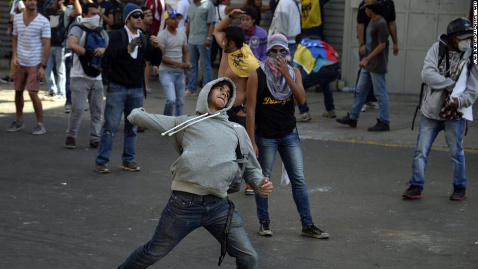 """El gobierno venezolano culpó a la """"derecha fascista"""" por los hechos violentos del miércoles en las calles de Caracas."""