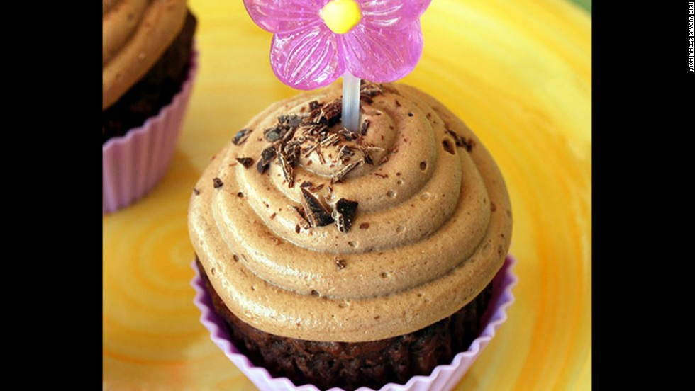 Vitamin- and fiber-richcanned pumpkin, which offers protection against heart disease, serves as an excellent substitute for butter or oil in these cupcakes.