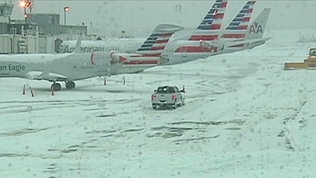 Ice storm cripples U.S. air travel
