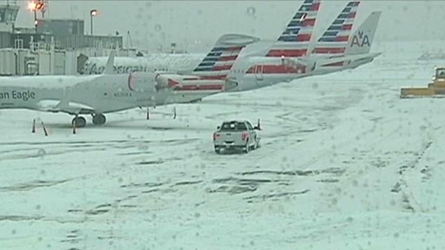 Ice storm cripples U.S. air travel