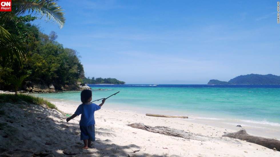 "This little guy has the right idea. Last year, <a href=""http://ireport.cnn.com/docs/DOC-1078386"">Joyce Xu </a>visited Malaysia's Sapi Island, where she encountered the most beautiful beach she had ever seen."