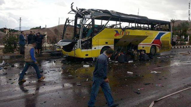 Security cam shows Egypt bus explosion