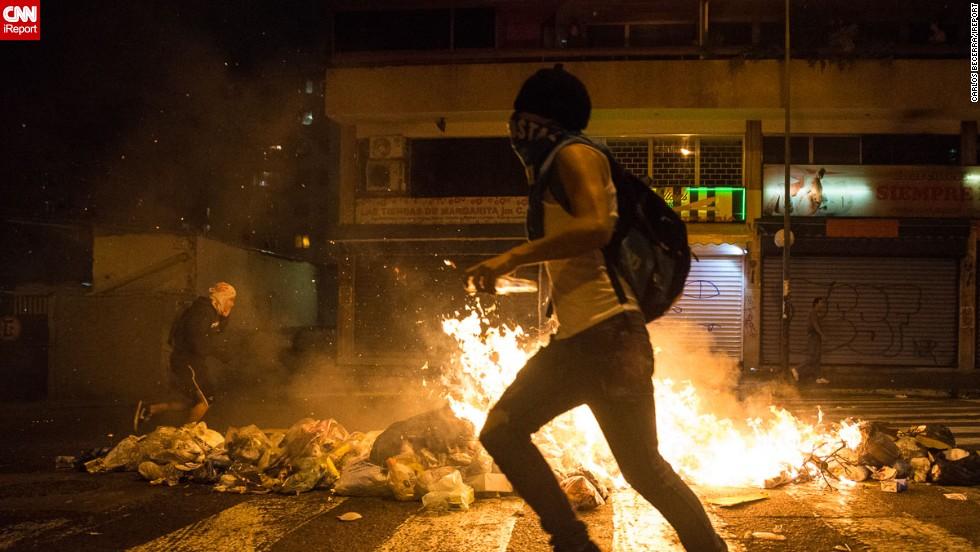 Caos en Chacao entre fuego, barricadas, gas y perdigones en la calle Guaicaipuro.