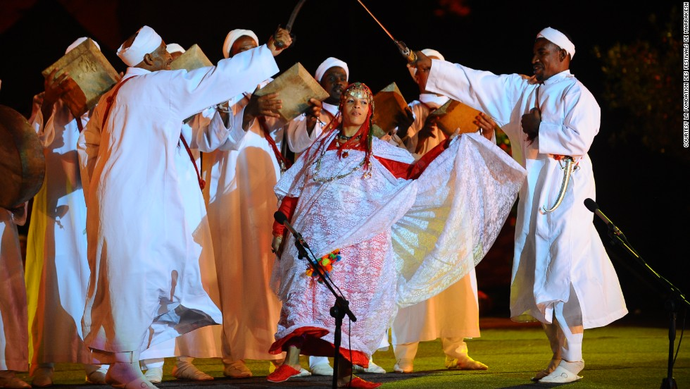 The main events take place in the 16th century El Badi palace ruins and the Djemma el Fna (main town square). The festival blends wide range of genres including traditional Berber musicians.