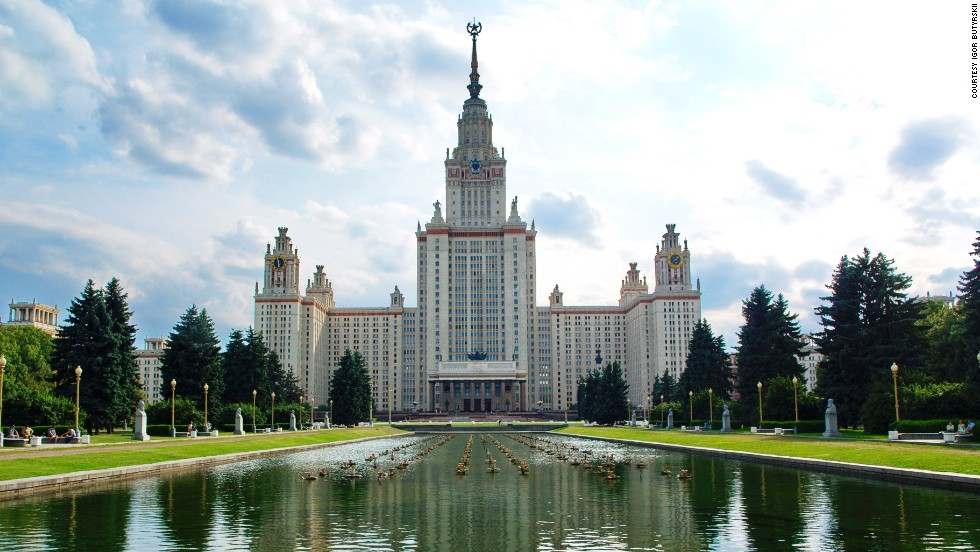 When completed, the building was the seventh tallest skyscraper in the world, and the tallest outside New York. The Russian university in its entirety covers more than 1.6 square kilometers. <strong>Architects:</strong> Lev Vladimirovitch Rudnev.