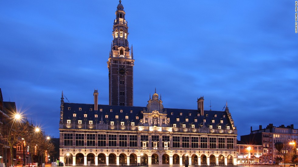 At Katholieke Universiteit Leuven, this building is designed in a neo-Flemish Renaissance style. During World War II the building and its 900,000 books were destroyed. It was rebuilt according to the original design of architect Whitney Warren. <strong>Architects:</strong> Warren & Wetmore.