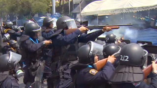 Thai tensions erupt into gunfire, 4 dead