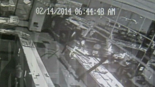 pkg nj jewelry heist surveillance video_00000229.jpg
