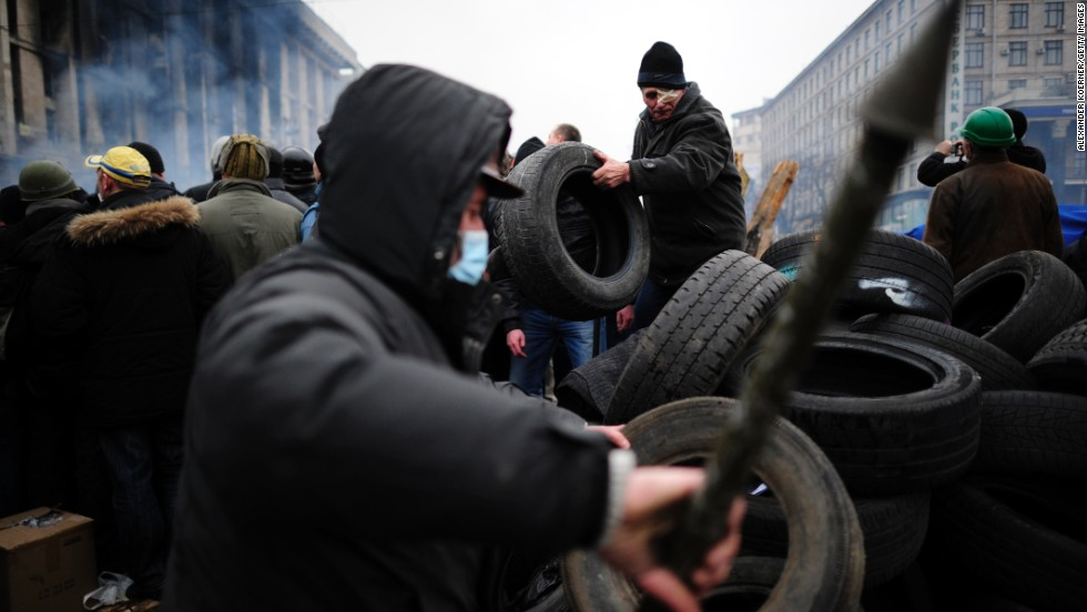 Protesters prepare a barricade in Independence Square on February 19.