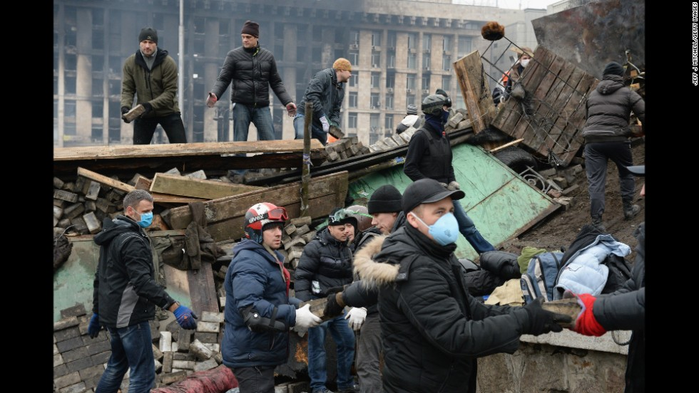Protesters rebuild barricades in Independence Square on February 20.