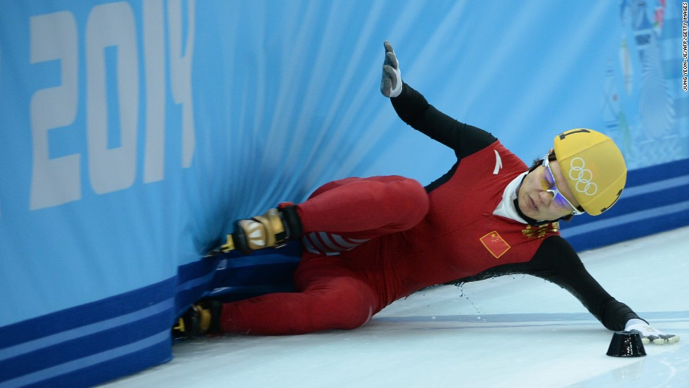 China's Li Jianrou falls in the semifinals of the women's 1,000-meter short track competition on February 21.