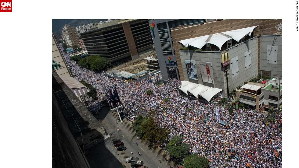 Miles de personas salieron a las calles de varias ciudades de Venezuela en oposicióón o apoyo al gobierno de Nicolás Maduro.