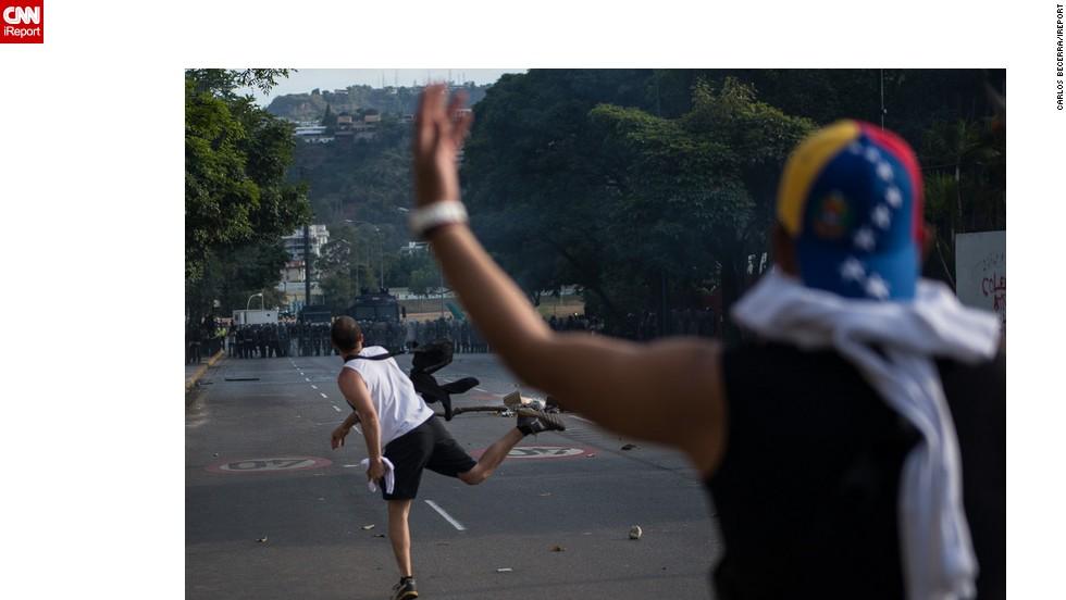Aunque las marchas se desarrollaron en relativa calma, después hubo enfrentamientos entre los manifestantes y las autoridades policiales en Altamira, en Chacao.