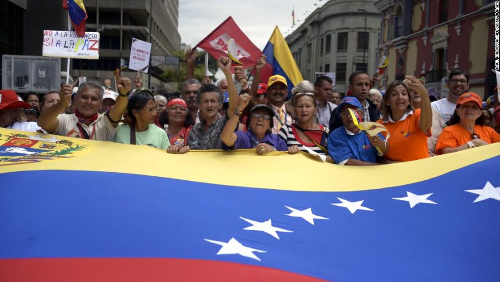 Las marchas a favor y en contra del gobierno venezolano no dan tregua. Adultos mayores se movilizaron en apoyo a Nicolás Maduro en Caracas el pasado 23 de febrero.