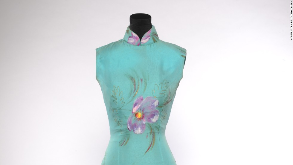 This cheongsam was made by master Mong Kar-mo and worn by Loletta Chu-Lo when she won the 1977 Miss Hong Kong Pageant. Master Mong currently teaches a class on how to make cheongsam at the Hong Kong YMCA.
