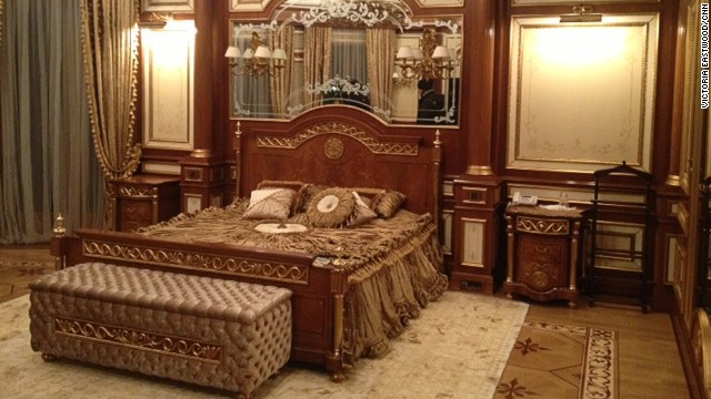 Is this the gaudiest palace ever?