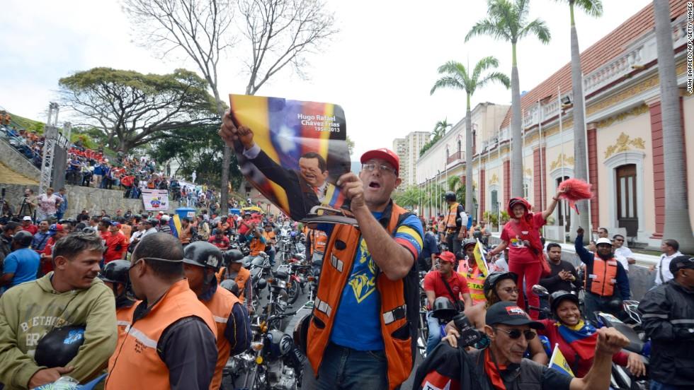 Motociclistas durante la movilización hacia el Palacio de Miraflores de los 'motorizados'.
