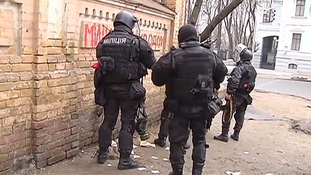pkg ukraine behind police lines_00000130.jpg