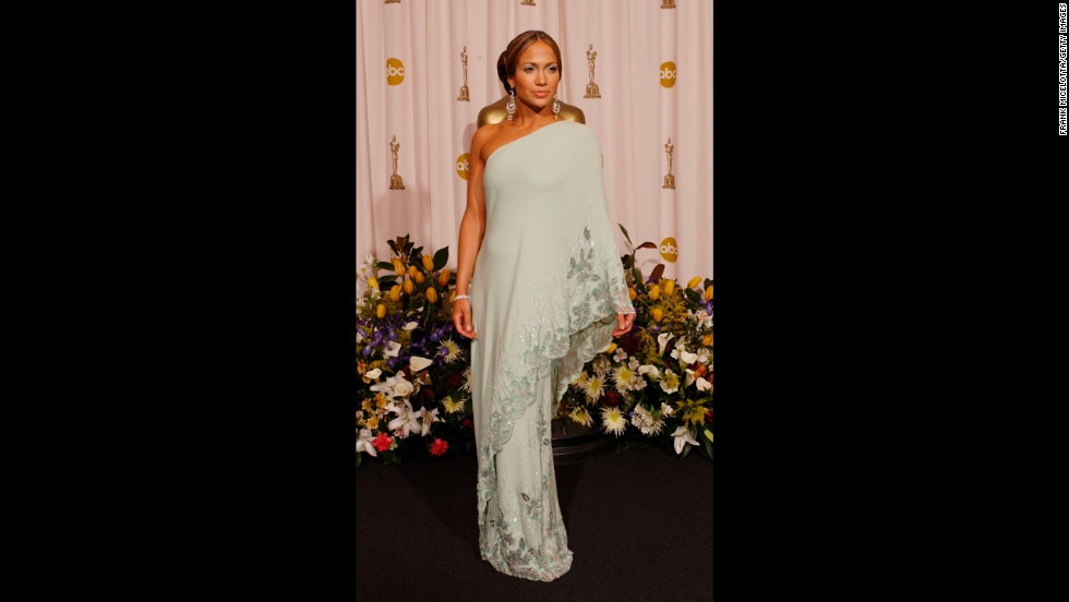 Jennifer Lopez doesn't do traditional, but she does know how to do elegance. In 2003, the actress and singer was a breath of fresh air in a mint-green vintage Valentino dress that echoed an iconic gown once worn by Jacqueline Kennedy Onassis.