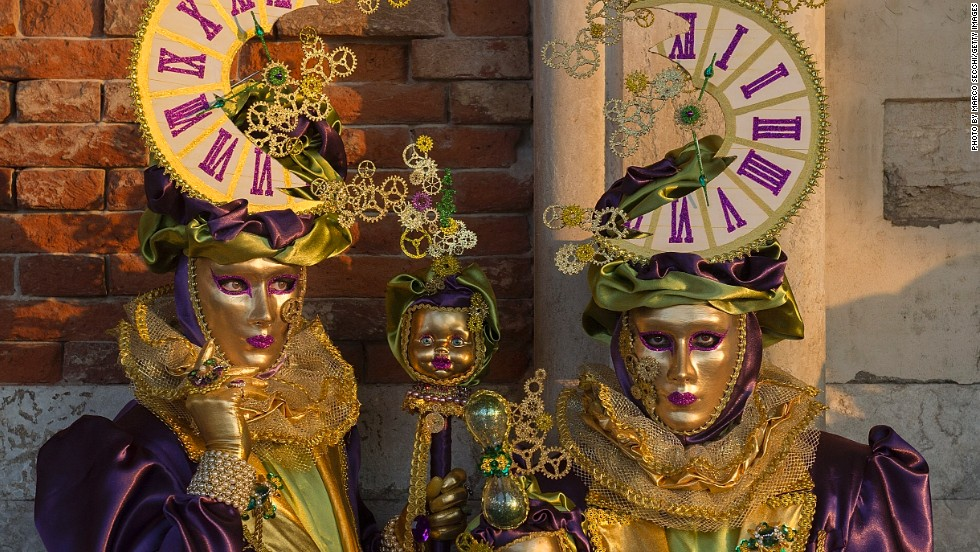 The <em>volto</em> mask is considered the most typical Venetian mask. Often stark white or gilded, it covers the entire face. Owing to the fact it's light weight and rather creepy, the <em>volto</em> is also known as the ghost mask.