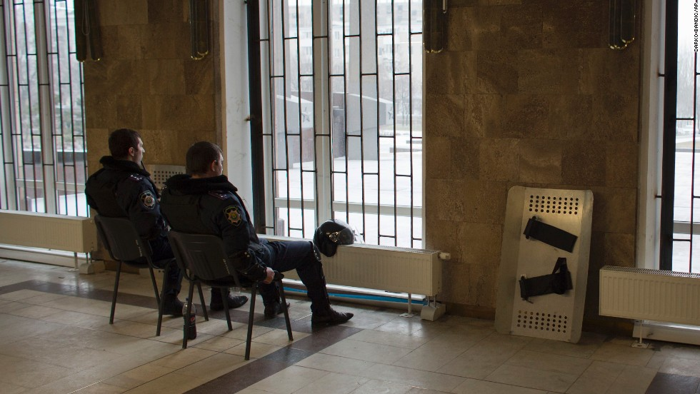 Police guard a government building in Donetsk on February 26.