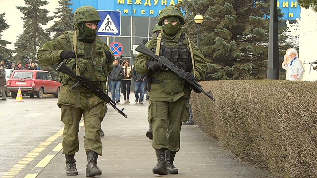 Masked gunmen occupy Crimea