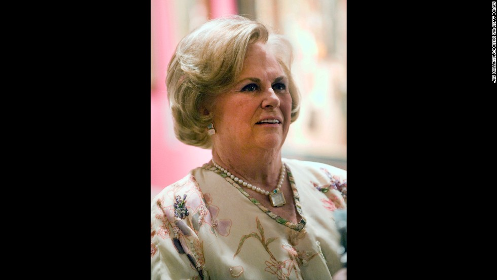 Worth $20 billion, Jacqueline Mars inherited the candy company Mars in 1999 when her father died. The company also owns Uncle Ben's, Pedigree, and Whiskas brands. She is on the board of directors of the National Sporting Library and Fine Art Museum and is a trustee of the U.S. Equestrian Team.