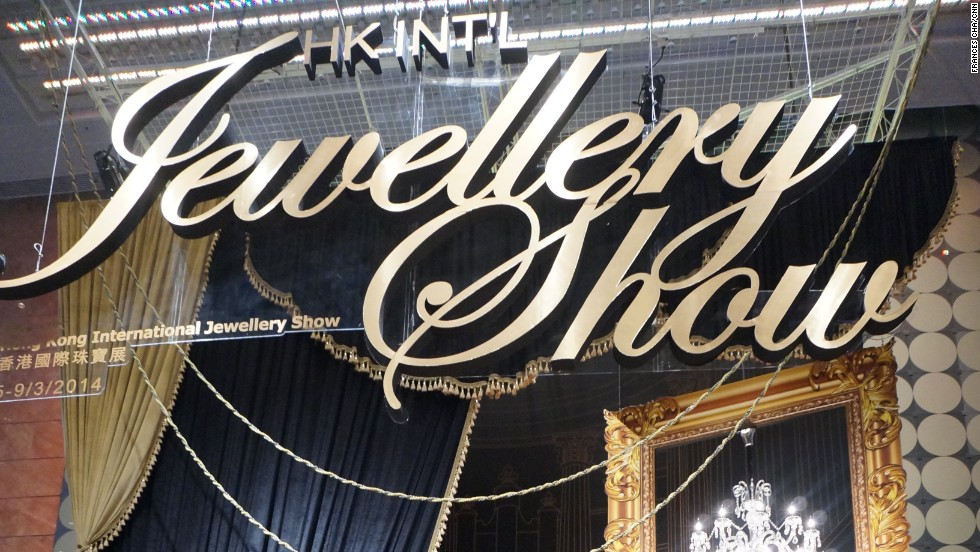 More than 3,800 exhibitors from 52 countries are showing their most exquisite collections at two Hong Kong jewelry shows this week. The 31st Hong Kong International Jewellery Show opened on Wednesday, while the Hong Kong International Diamond, Gem & Pearl Show opened on Monday.