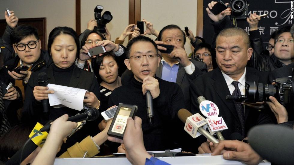 Ley Joshua Kok Hwa, funcionario de Malaysia Airlines, habla con la prensa en Beijing el 8 de marzo.