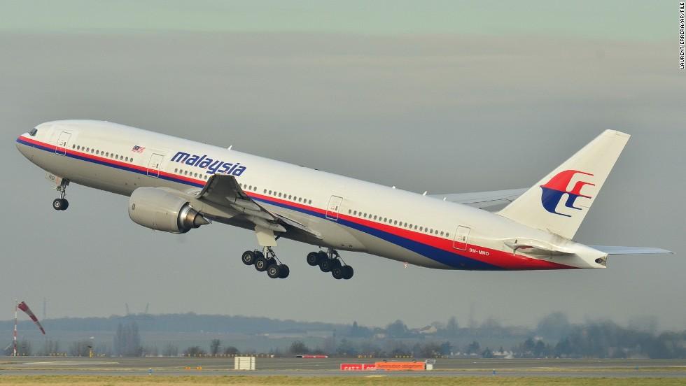 Esta imagen de archivo tomada en diciembre de 2011 muestra el avión Boeing 777-200ER de Malaysia Airlines que desapareció.