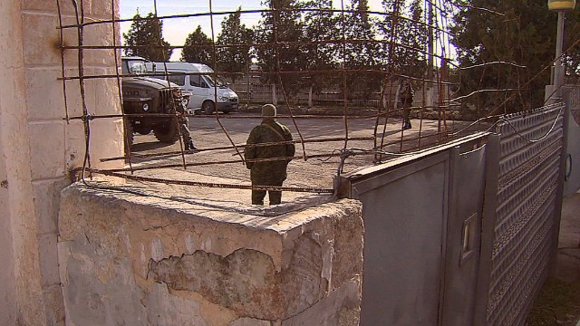 Pro-Russia militia captures Crimean base