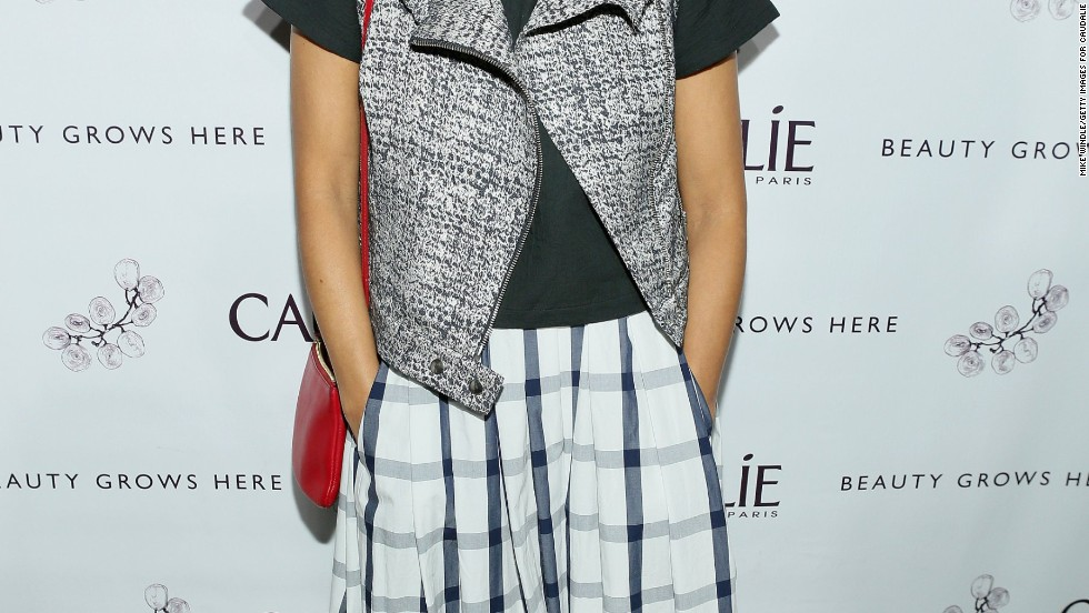 Rashida Jones mixes casual with cool for the grand opening of a spa in Venice on March 12.