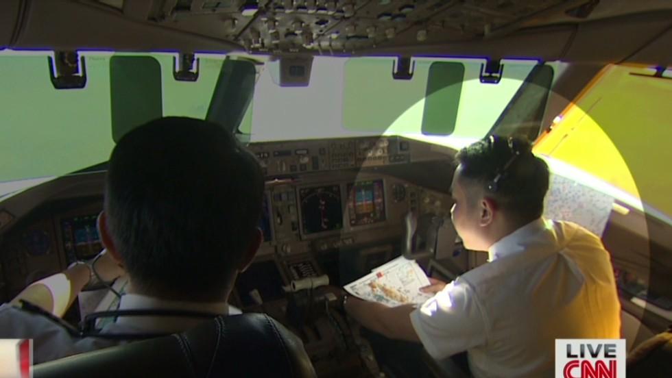 Investigadores malasios están considerando la posibilidad de que uno de los pilotos estuviera involucrado en la desaparición del vuelo.