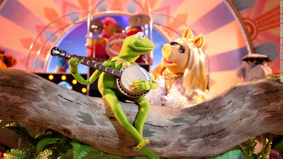 "In 2011's ""The Muppets"" movie, it seemed Kermit and Miss Piggy had hit a rough patch. While he was living in a sprawling estate in Los Angeles, she was off in Paris working as a fashion editor for French Vogue. Despite their differences, she still came through for him when he needed her."