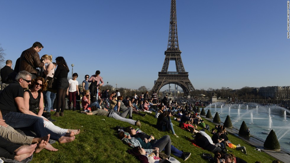 March 9, 2014, and all is good and breathable near Paris' Eiffel Tower. But just a few days later ...