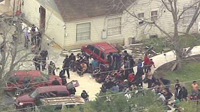 100 immigrants held in 'stash house'