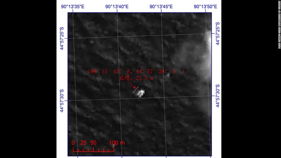"""Nuevas imágenes de un satélite francés muestran """"posibles objetos"""" en el corredor sur del área de bíúsqueda."""