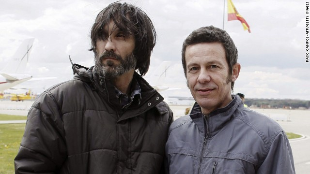 El Mundo correspondent Javier Espinosa, right, and freelance photographer Ricardo Garcia Vilanova arrive home Sunday.