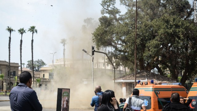 'Primitive' bombs target Cairo University