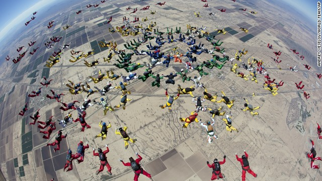 Skydiver falls to death in record attempt