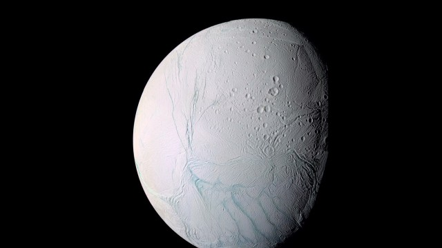 Ocean buried under Saturn moon