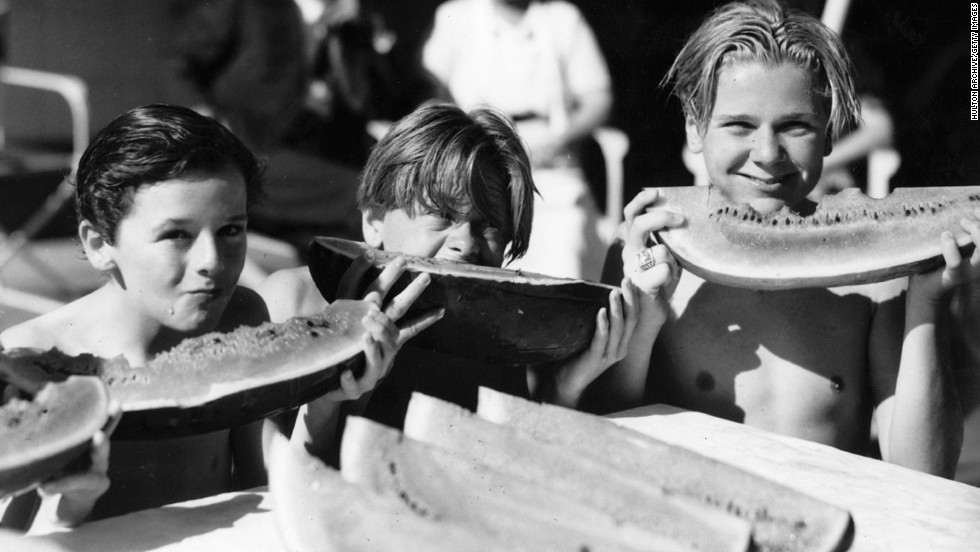 Rooney, center, is seen with fellow young Hollywood actors Jackie Cooper, right, and Freddie Bartholomew circa 1930.