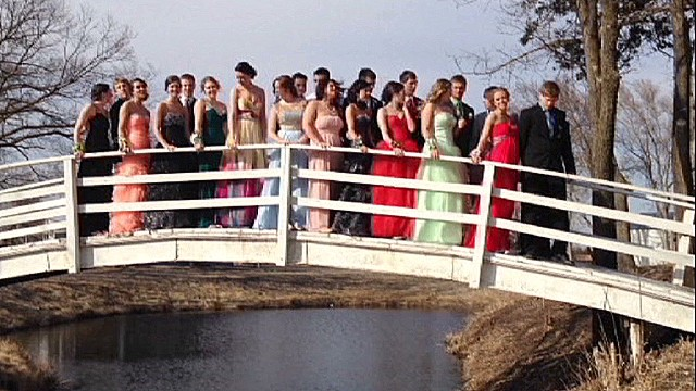 prom photo bridge collapse dnt_00000720.jpg